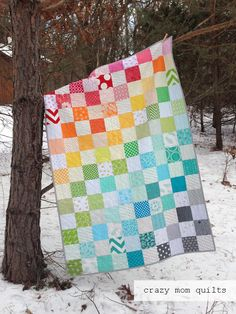 rainbow quilt complete (crazy mom quilts) - Welcome to finish it up Friday! I was able to finish the rainbow scrap quilt this week! Quilt Baby, Lap Quilts, Scrappy Quilts, Quilt Blocks, Bed Quilt Patterns, Owl Patterns, Rainbow Quilt, Rainbow Baby, Charm Quilt
