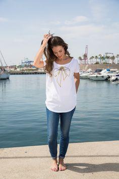 Love Adrienne//Primavera-Verano 17// Spring-Summer 17. Colección camisetas #minime. Camiseta para mujer diseño lazo dorado. Disponible igual para niña.