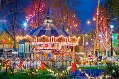 Franklin Square Merry-go-round lit up at night Franklin Square Philadelphia, Historic Philadelphia, Franklin Park, Summer Events, Milestone Birthdays, Cocktail Parties, Family Reunions, Pavilion, Premiers Sons