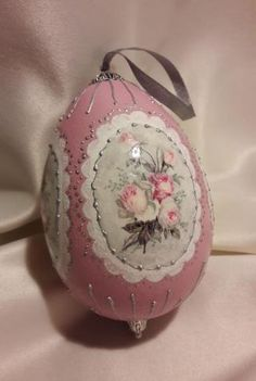 Egg Crafts, Easter Crafts, Diy And Crafts, Pom Pom Crafts, Egg Art, Beaded Ornaments, Egg Decorating, Vintage Easter, Easter Eggs