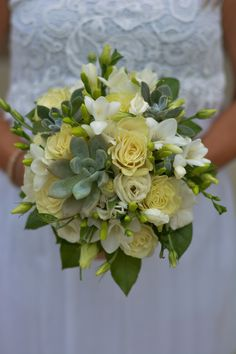 #whitewedding#succulentwedding#weddingflowers#succulent#freesia#roses#bradfordgreenhouses