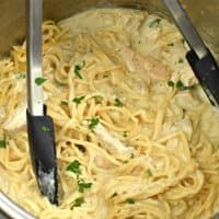 Ready in under 30 minutes, this Instant Pot Chicken Alfredo recipe has become part of our monthly meal rotation! Easy and creamy pasta! Garlic Chicken Pasta, Creamy Italian Chicken, Tuscan Garlic Chicken, Chicken Fettuccine, Chicken Pasta Recipes, Italian Pasta, Instant Pot Chicken Alfredo Recipe, Sour Cream Banana Bread, Fettucine Alfredo