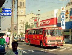 Ônibus da CMTC -São Paulo- Década de 80 - Bairro de Pinheiros e ao fundo a Igreja de Pinheiros.