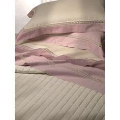 Completo lenzuola matrimoniali in puro raso di cotone con pizzo applicato artigianalmente http://www.lineahouse.it/product.php?id_product=104