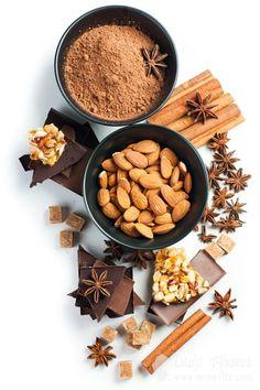 Орехи, шоколад, сахар и сладости на белом фоне. Фуд-фото, фото блюд в Одессе, фотограф Даша Минаева, minaeffa.com