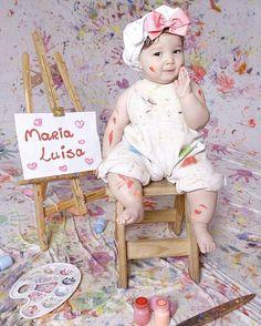 """Já conhecem o ensaio de Smash the paint? É mais uma maneira criativa e divertida de registrar o primeiro aninho do bebê deixando ele """"mexer"""" com tinta e se divertindo sem limites  Foto  @missao.mamae  #festejandoemcasa #smashthepaint"""