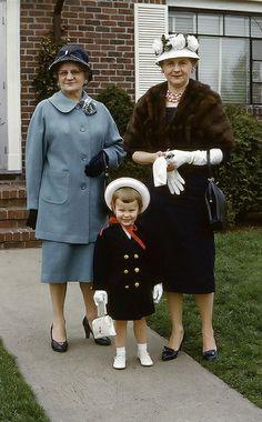 +~ Vintage Color Photograph ~+  Easter Bonnets 1960