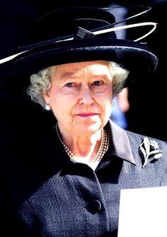 Queen Elizabeth, 2001
