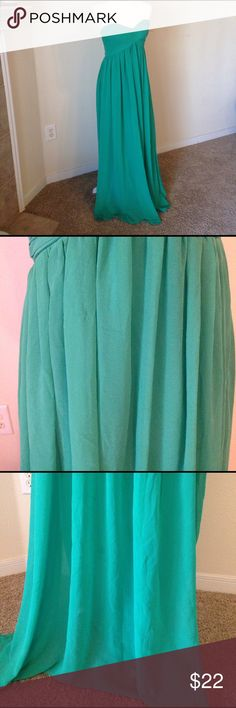 Emerald Green Sweetheart Pleated Formal Dress Such a beautiful color and perfect for prom, spring formals, summer weddings, etc. it does have some minor flaws and it is priced accordingly. Second pic shows a slight run in the fabric- not noticeable when on. Third pic shows a tiny dark spot in the folds of the fabric near the bottom, again, not noticeable when on. The last pic shows a slight tear in the lining of the dress that is on the seam, again, not noticeable when worn! Very minor…