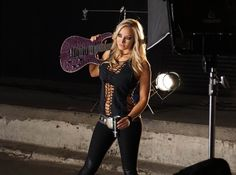 Nita Strauss's photoshoot with Kevin Estrada.