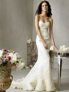 Very pretty, sweetheart neckline fit and flare wedding dress