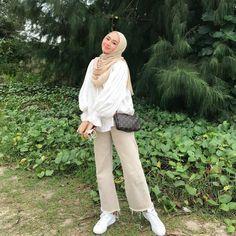 Modern Hijab Fashion, Street Hijab Fashion, Hijab Fashion Inspiration, Muslim Fashion, Fashion Outfits, Hijab Casual, Cute Casual Outfits, Simple Outfits, Hijab Fashionista