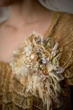 Brooch gold and milk Fiber Art Jewelry, Mixed Media Jewelry, Textile Jewelry, Fabric Jewelry, Jewelry Art, Jewellery, Textile Art, Fabric Flower Pins, Fabric Flower Brooch