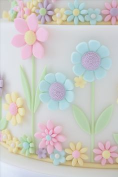 Gorgeous pastel colours used here by Caroline Halliday. Check out her other work on Pinterest!