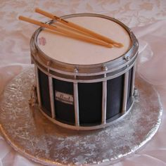 Unique music, guitar and turntable Grooms cake pictures, ideas and designs 3 - Wedding and birthday cake unique modern ideas, designs, and pictures Mais Music Themed Cakes, Music Cakes, Drum Birthday Cakes, Birthday Music, Birthday Bash, Drum Cake, Cake Pictures, Partys, Cupcake Cookies