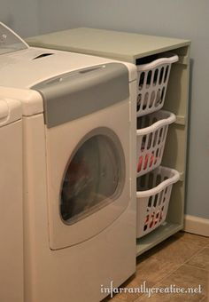 Image from http://infarrantlycreative.net/wp-content/uploads/2012/02/laundry-room_thumb.jpg.