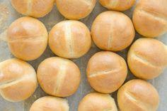 Bułeczki mini przepis   Sprawdzona Kuchnia Macarons, Hamburger, Peach, Fruit, Sweet, Recipes, Tabula Rasa, Breads, Pizza