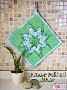 Moda Bake Shop: Fancy Folded Star Pot Holder: except make it into a tote bag! fat quarters for a pot holder? Quilting Tips, Quilting Tutorials, Quilting Projects, Sewing Projects, Small Quilts, Mini Quilts, Origami, Fabric Stars, Quilted Potholders