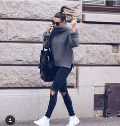 Turtle neck jumper // knee rip jeans