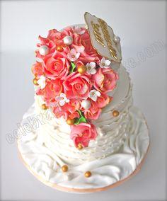 Świętuj z Ciasto: Vintage Rose Wedding Cake