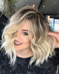 Latest Short Blonde Hair Ideas for 2019 Featuring the Latest haircuts and hairstyles for all seasons. Latest Short Blonde Hair Ideas for Blonde Highlights Short Ombre Hair Color, Hair Colour, Ombre Hair Bob, Lob Ombre, Blonde Color, Hair Looks, Hair Lengths, Hair Trends, Cool Hairstyles