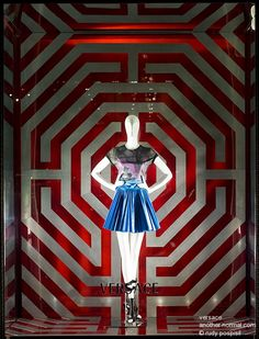 Google Image Result for http://www.anothernormal.com/wp-assets/windows/2010/20100430_versace/201005_d7h05971_versace_w1.jpg