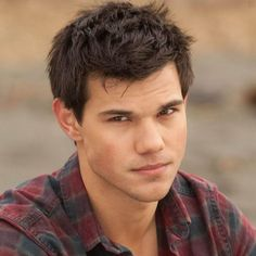 Taylor Lautner as Jacob Black in Twilight's Eclipse. - Taylor Lautner as Jacob Black in Twilight's Eclipse. Twilight Jacob, Twilight Saga Books, Twilight Cast, Twilight Movie, Twilight Pics, Twilight Scenes, Face Exercises For Men, Taylor Lautner Shirtless, Taylor Jacobs