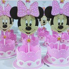 Aprende cómo hacer bandejas o centros de mesa de Minnie mouse ~ lodijoella Baby Mickey, Minnie Mouse Baby Shower, Mickey Party, Minnie Mouse Party, Minnie Birthday, Baby Birthday, Diy And Crafts, Crafts For Kids, Party Centerpieces