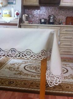 Asiye Kurtulan's media content and analytics Filet Crochet, Crochet Borders, Irish Crochet, Crochet Tablecloth, Crochet Doilies, Crochet Flowers, Romanian Lace, Rug Hooking Patterns, Lace Table Runners