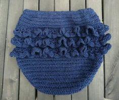 Flæsebloomers - Danske Hækleopskrifter Crochet Baby Bloomers, Crochet Baby Clothes, Crochet For Kids, Knit Crochet, Magic Circle Crochet, November Baby, Baby Pants, Baby Cardigan, Baby Knitting Patterns