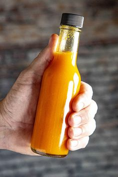 Learn how to make tabasco hot sauce with this homemade tabasco sauce recipe, using garden grown tabasco peppers. Fermented and non-fermented versions. Homemade Tabasco Sauce Recipe, Tabasco Hot Sauce, Cayenne Pepper Sauce, Tabasco Pepper, Hot Sauce Recipes, Red Pepper Sauce, Red Sauce, Vegan Recipes, Datil Pepper