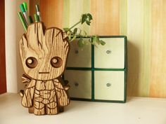 Wooden Baby Groot Holder Hand Carved Baby Groot holder Carved Baby Groot holder Stand Desk Baby Groot pencil holder Guardians of the Galaxy Wood Pen Holder, Pen Holders, Baby Groot, Wood Crafts, Diy And Crafts, Diy Wood, Plywood Projects, Scroll Saw, Dremel
