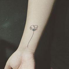 23180a0c05a5e8a6a92f5611696953c3--california-poppy-tattoo-poppies-tattoo.jpg (736×736)