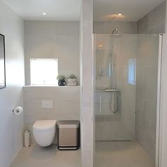 Good morning☀️Have a lovely Sunday☀️ Min nye søppelbøtte fra passer like godt på badet /spons Minimalist Apartment, Minimalist Bathroom, Decor Interior Design, Interior Design Living Room, Room Interior, Small Master Bath, Small Bathroom Vanities, Downstairs Toilet, Diy Shower