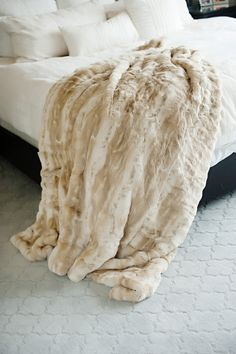 This blonde mink fur throw is a luxurious couture staple. With its blend of subtle, gradient color, this Blonde Mink faux fur throw blanket is one of the softest throws you'll ever touch. It has exqui
