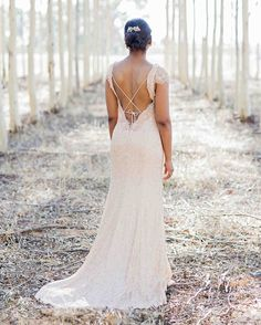 These real brides rocked a backless wedding dress. Browse through 17 photos of backless wedding dresses. Backless Gown, Backless Wedding, Wedding Gowns, Bridal Dresses, Unique Wedding Hairstyles, Hairdo Wedding, Bridesmaid Hairstyles, Wedding Dress Necklines, Necklines For Dresses