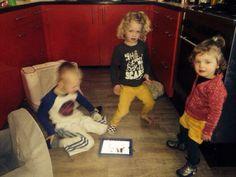 Mijn kids kwik kwek en kwak een dansje met de iPad kus lieverds