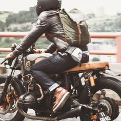 """rankxerox: """"ateliersrubyA great cafe racer with a helmet that just makes it seem like from one collection ⛑ in the picture: Ruby CASTEL St Roc 📸 by """" Cafe Racer Style, Cafe Racer Bikes, Cafe Racer Motorcycle, Bike Style, Moto Style, Motorcycle Style, Motorcycle Outfit, Retro Motorcycle, Scrambler"""