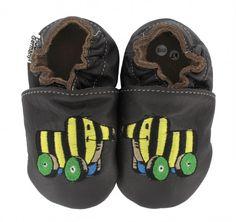 Janosch Tigerente in verschiedenen Farben von HOBEA-Germany.  Braune Janosch Tigerenten Schuhe von HOBEA.  #babyschuhe #krabbelschuhe #moccs #babyshoes #krabbelpuschen #hobeagermany #janosch #tigerente