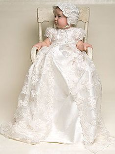 Another one of my favorite christening gowns  #babybeauandbelle #dreamchristening