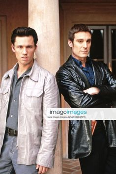 THE PRETENDER, (from left): Jeffrey Donovan, Michael T. Weiss, 1996-2000. TM and Copyright 20th Century Fox Film Corp. A | Stockfoto bei IMAGO lizenzieren The Pretenders, Jeffrey Donovan, Partner, Fox, Actors, Fictional Characters, Movie, Fantasy Characters, Foxes