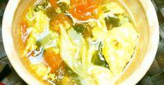 体の中の余分な水分を排出させるトマトとわかめ。エネルギーと血の巡りを良くする長ネギ•ニンニクを加えたデトックススープです