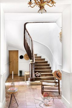 Home Interior Traditional .Home Interior Traditional House Design, Interior Stairs, Home, Staircase Design, Home Remodeling, Foyer Decorating, House Styles, Cheap Home Decor, House Interior