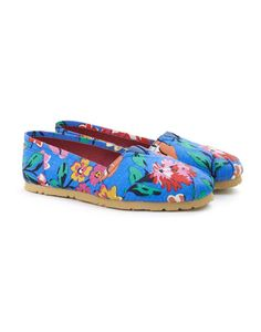 Joules JNR ISLA Girls Canvas Shoes, Bluflor. Never has a pair of shoes said summer as much as the espadrilles. This cute little pair will make sure your little one remains one step ahead.