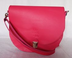 Růžová brašnička Saddle Bags, Purses, Design, Fashion, Handbags, Moda, Fashion Styles, Fashion Illustrations