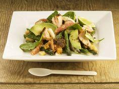 Spargelsalat mit Avocado und Lachs ist ein Rezept mit frischen Zutaten aus der Kategorie Fruchtgemüse. Probieren Sie dieses und weitere Rezepte von EAT SMARTER!