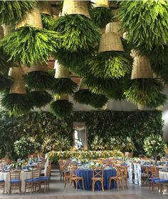 Vintage Restaurant New York That Will Make Your Day Brighter! Interesting feature for restaurant decor. Hanging roof plants and a tropical green wall.Interesting feature for restaurant decor. Hanging roof plants and a tropical green wall. Restaurant Vintage, Restaurant New York, Industrial Restaurant, Restaurant Wedding, House Restaurant, Decoration Restaurant, Restaurant Interior Design, Outdoor Restaurant Design, Roof Plants