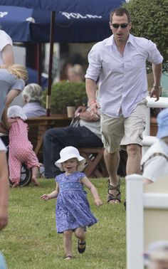 Peter Phillips enjoys family day out with Savannah and Isla - Photo 2 | Celebrity news in hellomagazine.com