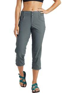 Capri Pants Outfits, Yoga Pants Outfit, Jogger Pants, Joggers, Summer Hiking Outfit, Summer Outfits, Climbing Pants, Hiking Fashion, Travel Clothes Women