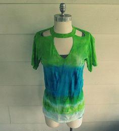 DIY Clothes Refashion: Tie Dye Cut-out T-shirt DIY